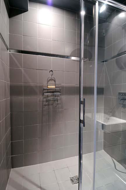Montmartre Apartment Bathroom