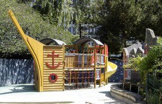 Children's playground, Jardin Atlantique, Paris
