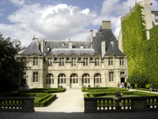 Hotel de Sully, Paris