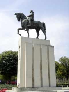 General Ferdinand Foch Statue, Place du Trocadero